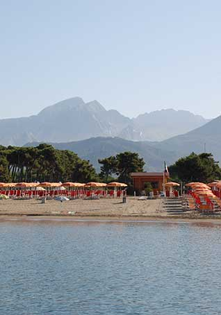 Private beach at 250 meters from Camping Lilly Moderno La Partaccia